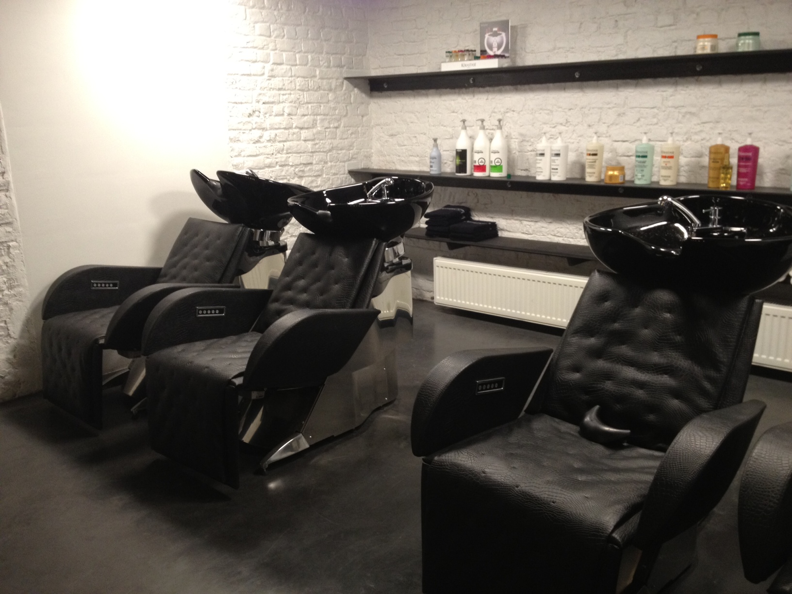 Blow hairdressing best of brussels for Wash hair salon